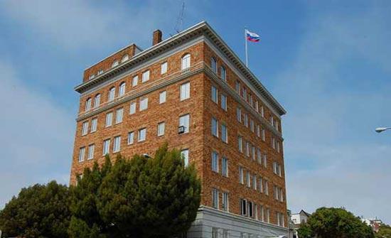 موسكو تحتج على إنزال العلم الروسي عن أحد الممتلكات الدبلوماسية في أمريكا