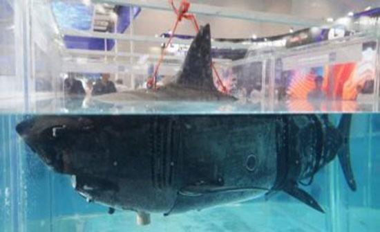 """الكشف عن """"قرش"""" روبوت خلال معرض للتكنولوجيا العسكرية الصينية"""
