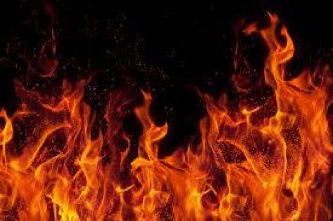 جرش :  ''معاق ذهني'' يحرق منزل أسرته ويبقيها بلامأوى