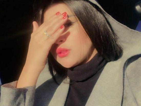 """شاهد.. فنانة مغربية تثير الجدل بـ ملابسها """"غير اللائقة"""".. وتتعرّض للإنتقادات"""