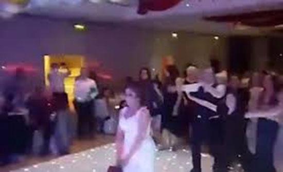 شاب يعتدي على فتاة في حفل زفاف بسبب باقة زهور عروس (فيديو)