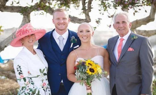 """بالصور.. لماذا أطلّت هذه العروس """"صلعاء"""" يوم زفافها؟"""