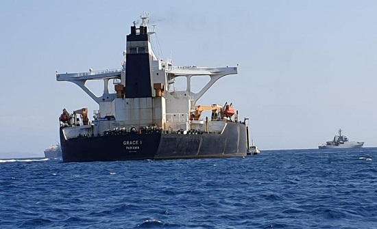 جبل طارق تبقي ناقلة إيران وتطلق قبطانها