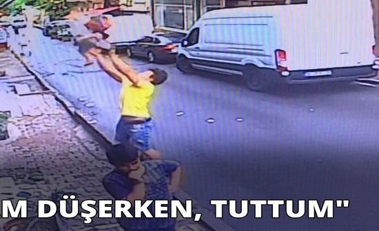 مشهد بطولي.. سرعة بديهة شاب جزائري تنقذ طفلة سورية سقطت من الشرفة!
