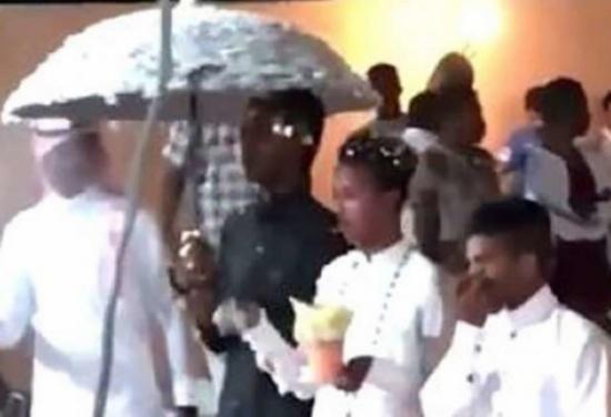 فيديو يثير ضجّة.. هذه حقيقة حفل زواج شابين مثليين في السعودية!