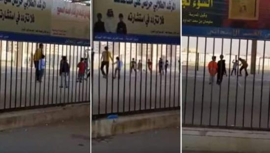 بالفيديو: موقف إنساني لمعلم  يحقق أمنية أحد طلابه المكفوفين بلعب كرة القدم