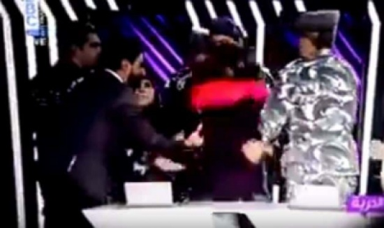 بالفيديو: الأمن اللبناني يقتحم برنامج تلفزيوني لاعتقال شاب على الهواء
