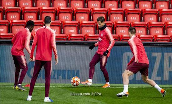 4 لاعبين فقط في مران برشلونة