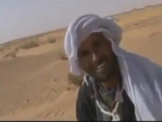 """فيديو.. مواطن تونسي لم يسمع بعد بالثورة التونسية ولم ير """"موبايل"""" من قبل"""