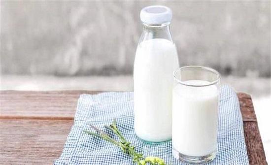 العلم يؤكّد نظرية شائعة عن الحليب.. ما هي؟!