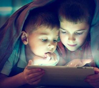 الضوء الأزرق للهواتف الذكية مفيد للصحة
