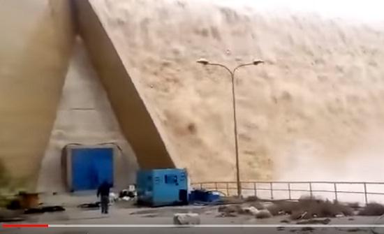 بالفيديو : شاهدوا فيضان سد الواله بعد المنخفض الاخير