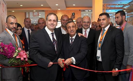 """رئيس تجارة عمان يفتتح معرض """"جو فاشن"""""""