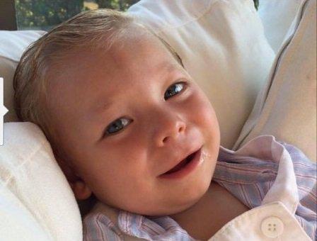 قبّلت طفلها من فمه لكن ما حدث له صدمها وجعلها تندم إلى الأبد!