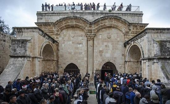 الاحتلال يفرغ جزءا من محتويات مصلى باب الرحمة في المسجد الأقصى