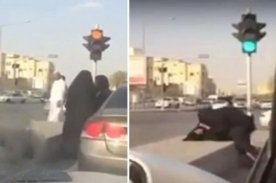 شاهد .. نقاش حاد يتحول لمضاربة عنيفة بين فتاتين على أحد الطرق بالمملكة