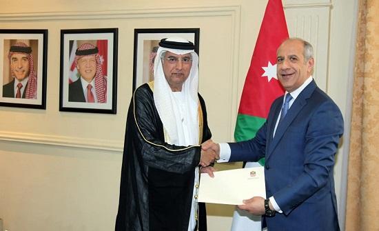 اللوزي يتسلم نسخة من أوراق اعتماد السفير الإماراتي