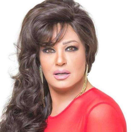 بالفيديو - فيفي عبده تثير الجدل برقصها في حفل زفاف