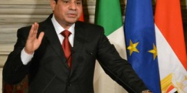 السيسي في باريس لبحث الأزمة الليبية وتعزيز دوره الاقليمي