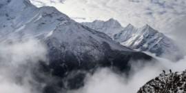 مقتل ثمانية على الاقل في انهيار جليدي بمخيم إيفرست جراء زلزال نيبال