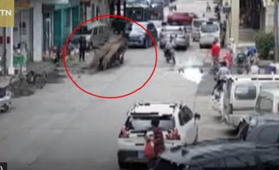 لحظة إنقاذ رجل بعد دفنه بالخرسانة (فيديو)