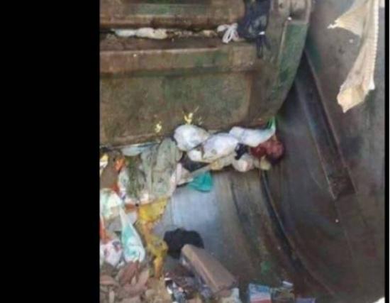 طفل ملقى داخل سيارة القمامة يهزّ وسائل التواصل الإجتماعي