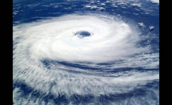 إعصار قوي يضرب الصين ويتسبب في إجلاء 200 ألف من 10 مدن