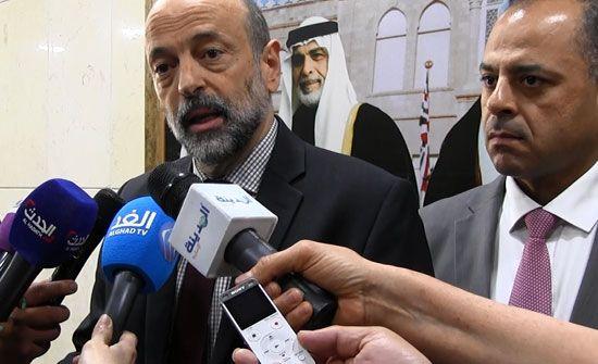 الرزاز يطلق خدمة باص عمان