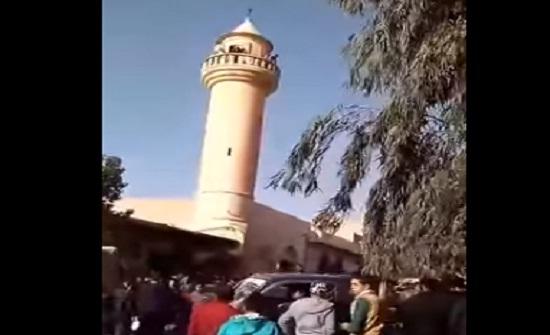 بالفيديو : شاب يحاول الانتحار من على مئذنة في جرش
