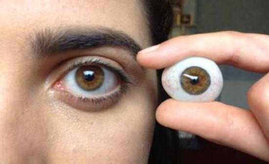ضحايا تجار تركيب العيون الاصطناعية: تعبنا رحلة عذاب مضنية