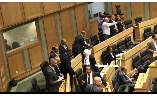 شاهد بالفيديو : غضب الطراونة ورفع جلسة النواب بسبب فقدان النصاب