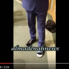 """بالفيديو : نائب  ينتعل """" بابوج """" تحت القبة"""