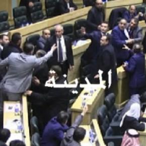 بالفيديو : شاهدوا مشاجرة الفناطسة وهديب وتدخل الظهراوي
