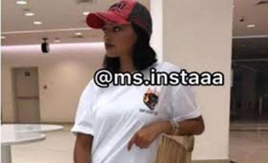 ممثلة خليجية تصدم جمهورها بالشورت القصير (صورة)