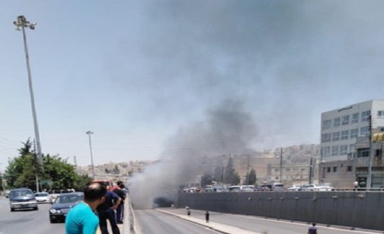 بالصور : اخماد حريق سيارة في نفق صويلح