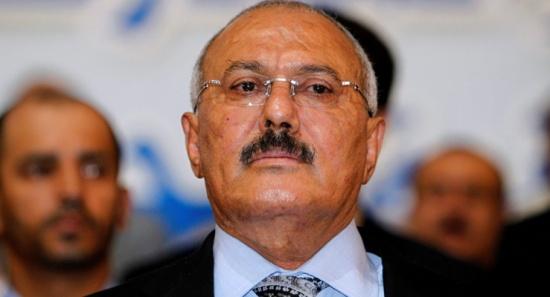 شاهد: القوات الخاصة تُنكس السلاح حدادًا على صالح