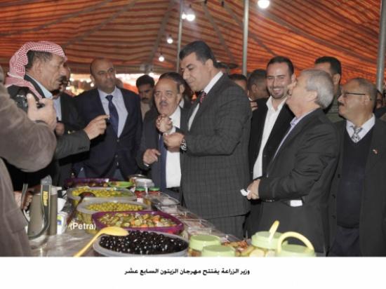 وزير الزراعة يفتتح مهرجان الزيتون السابع عشر