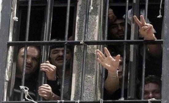 البرغوثي وسعدات أمضيا أكثر من ربع قرن داخل معتقلات الاحتلال الاسرائيلي