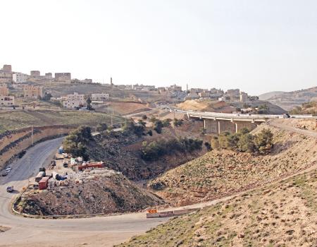 فتح جسر الثنية الكرك امام حركة السير الشهر المقبل