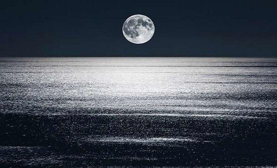 """العلماء يكتشفون سر """"بكاء القمر""""!"""