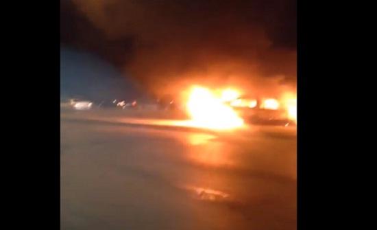 شاهدوا بالفيديو : مواطن أردني يحرق سيارته احتجاجاً على رفع الاسعار