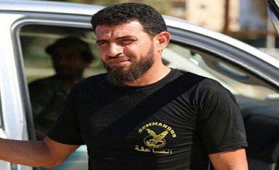 الورفلي المتهم بجرائم حرب في ليبيا يسلم نفسه (فيديو)