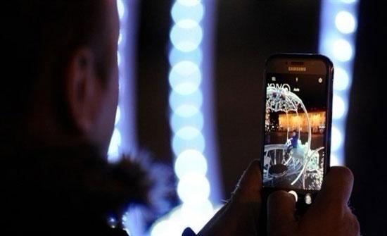 الهاتف المحمول يصيب المناطق المحيطة بالشعاع بالسرطان
