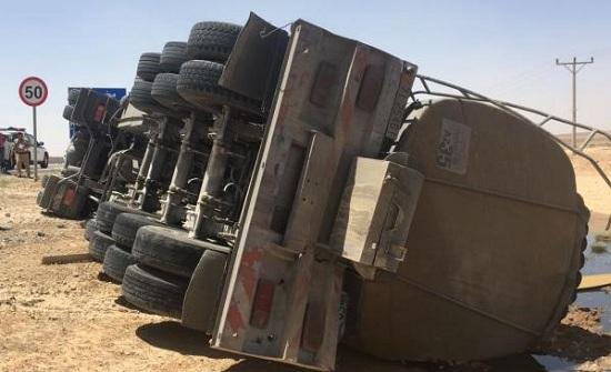 وفاة حرقا بحادث تدهور صهريج على الطريق الصحراوي