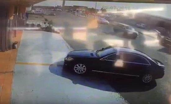 بالفيديو: لحظة سرقة سيارة من ورشة للفحص بعدما أوهم اللص مالكها أنه يريد شراءها