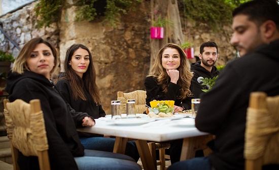 """الملكة رانيا تلتقي مجموعة من متطوعي """"نشمي للعمل الشبابي"""""""