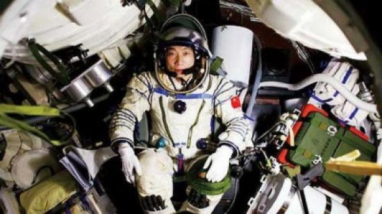 أول رائد فضاء صيني يكشف عن تجربة غريبة حدثت معه