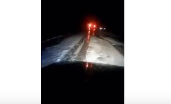 بالفيديو .. تساقط كثيف للبرد في الرويشد وتحذير للسائقين