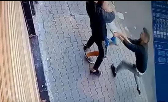 خنق لصين شاب لسرقة هاتفه المحمول