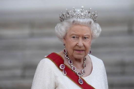 في أول مقابلة لها - الملكة إليزابيث تخرق القواعد وتعبّر عن مشاعرها... هذا ما يزعجها في حياتها الملكية
